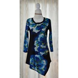 Tops - XS 🌼 Gorgeous Blue Floral Tunic